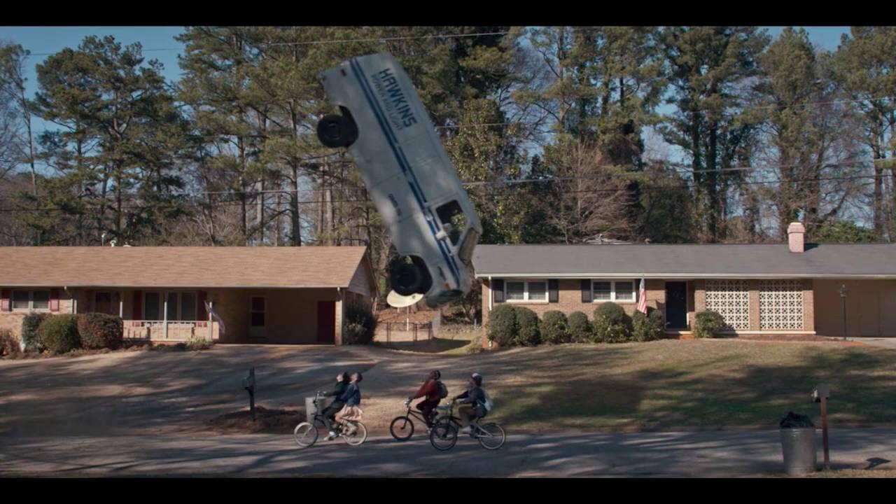 Eleven levita o furgão em Stranger Things