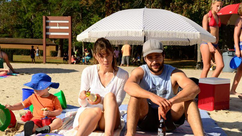 the sinner cora tanneti com usa familia na praia 2