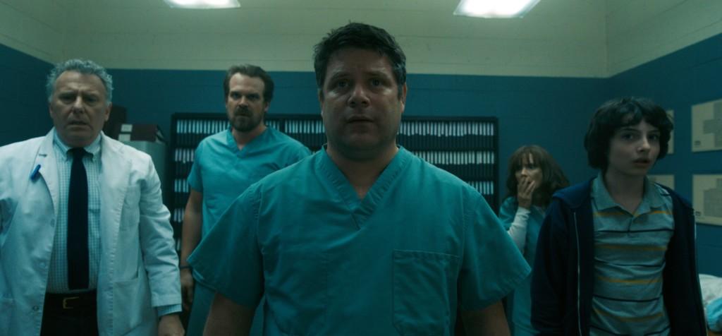 Bob e os outros presos no laboratório em Stranger Things