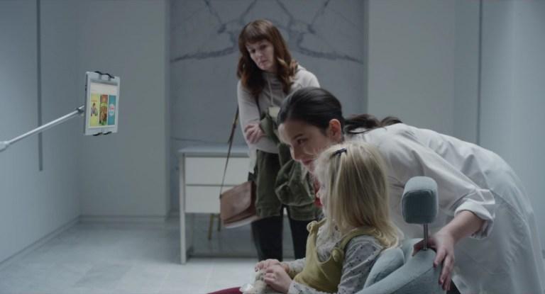 Marie levando Sara no Arkangel